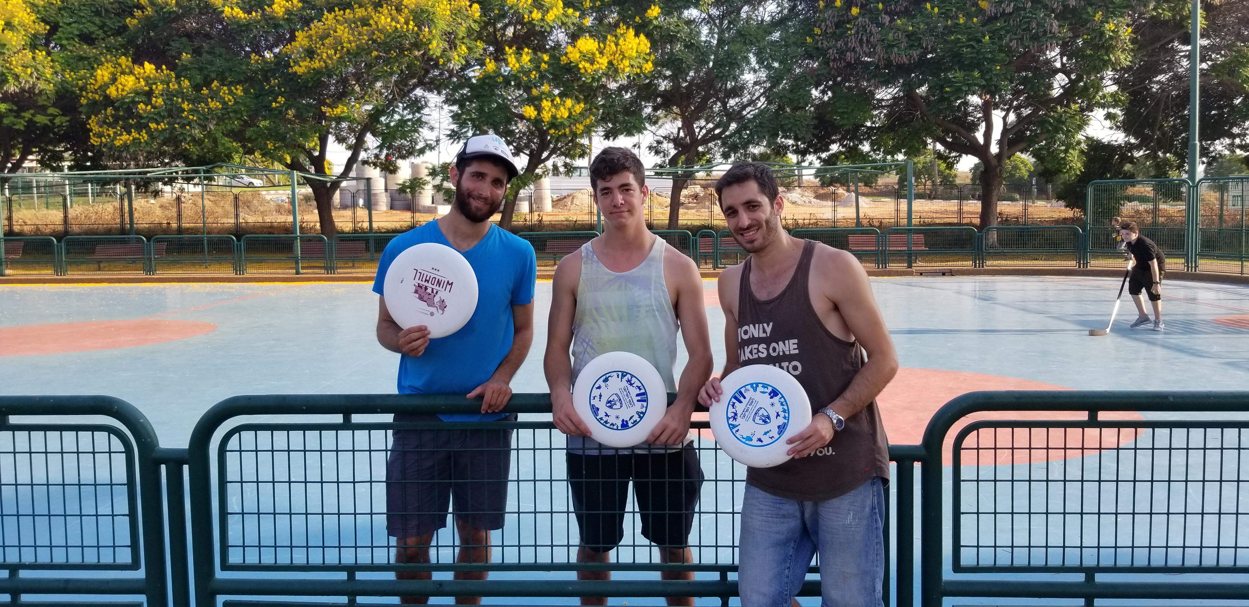 Ra'anana Park Frisbee Trick Shot Video